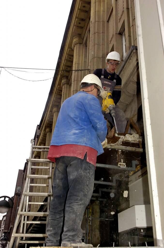 0227lu-Umbau ErnstingBauarbeiten an der FassadeFoto Goldstein